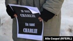 La demonstrația de solidaritate de la Ambasada Franței de la Chișinău