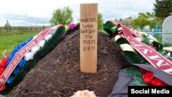 Татарстан, могила Тимура Мамаюсупова, предположительно погибшего на востоке Украины. Захоронение было найдено активистами еще до вступления в силу указа о засекречивании военных потерь в мирное время