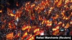 گزارش شده که بسیاری از حاضران در راهپیمایی روز یکشنبه از ماردید راهی بارسلون شدهاند.