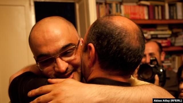 Azerbaijan -- Journalist Eynulla Fatullayev at home, Baku, 26May2011
