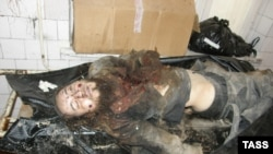 Мертвое тело одиозного идеолога исламистов на Северном Кавказе, известного под псевдонимом Саид Бурятский (Александр Тихомиров). Фото агентства ИТАР-ТАСС. Ингушетия, 5 марта 2010 года.