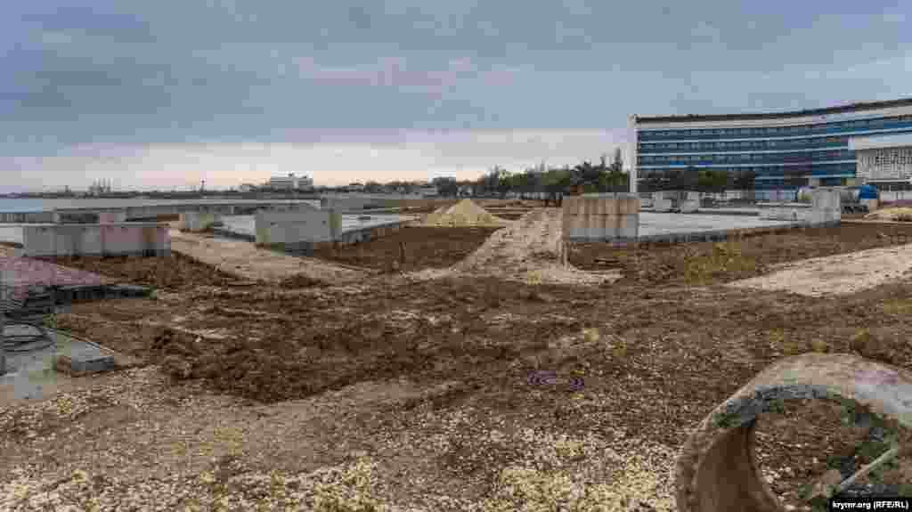 Як і будівництво набережної біля озера