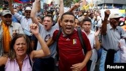 Karakasda etirazçılar Maduronun istefasını tələb edirlər