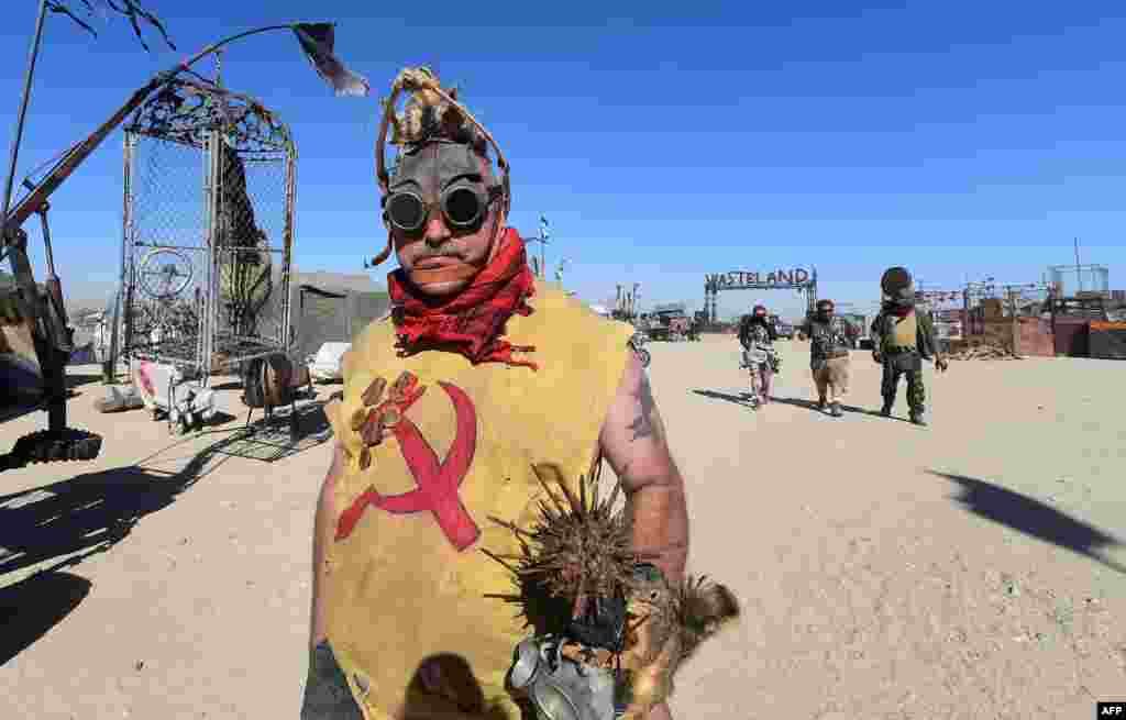 В этом году свыше 2000 людей приедут в калифорнийскую пустыню, чтобы увидеть конец цивилизации своими глазами