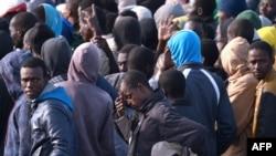 مهاجرانی که توسط گارد دریایی ایتالیا از دریا نجات داده شدند