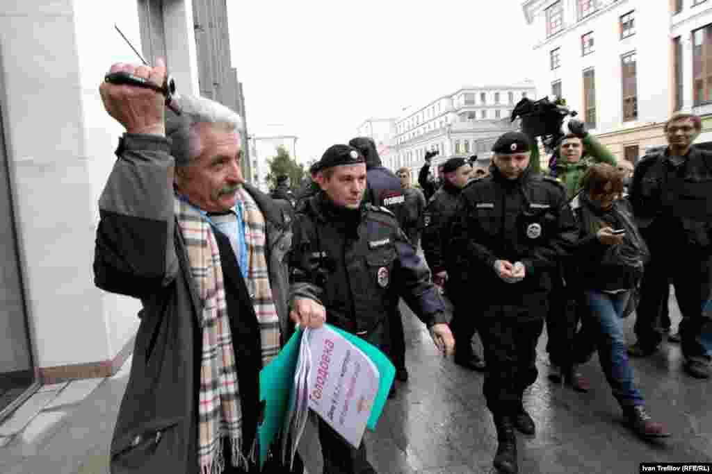 Протестные гуляния ученых возле Совета Федерации России. Задержание Бронислава Гонгальского