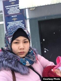 Halima Zaynobiddinova 2 oylik chaqalog'i bilan politsiya bo'limida
