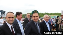 Төркиянең Казандагы баш консулы Турхан Дилмач(түбәтәйле) Болгар җыенында