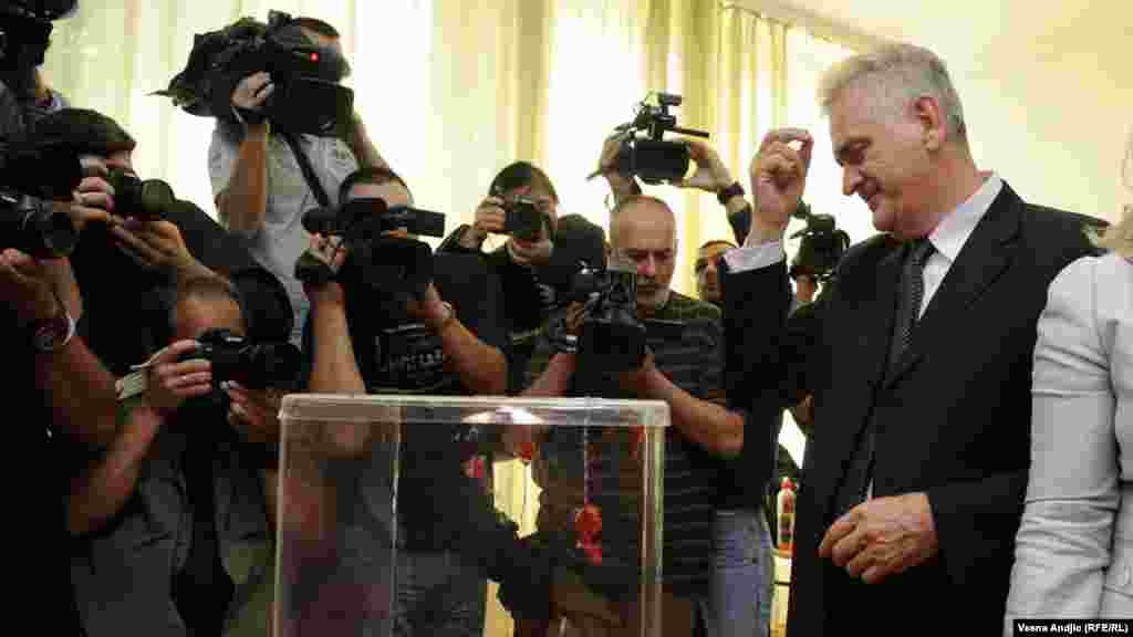 Nikolic is a former senior member of the Serbian Radical Party who placed second behind Tadic in both the 2004 and the 2008 presidential elections.