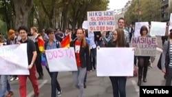 Pamje nga protestat kundër rrahjes së aktivistit homoseksual në Beograd