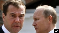 President Dmitry Medvedev (left) and Prime Minister Vladimir Putin.
