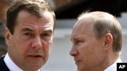 President Dmitry Medvedev (left) and Prime Minister Vladimir Putin.