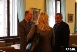 Посол України в Чехії Борис Зайчук (ліворуч) та екс-міністр економіки Богдан Данилишин, Прага, 27 листопада 2014 року