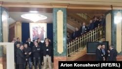 Sigurimi në hollin e Kuvendit të Kosovës