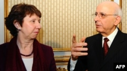 Prime Minister Mohamed Ghannouchi (right) met with EU foreign policy chief Catherine Ashton in Tunis.