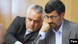 دولت محمود احمدینژاد نسبت به طرح نام محمدرضا رحیمی (نفر اول از چپ) در پرونده فساد مالی بیمه ایران معترض بود.
