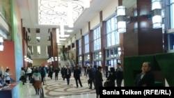 В кулуарах форума «Энергия будущего: сокращение выбросов СО2». Астана, 23 октября 2014 года.