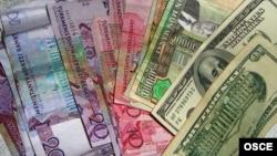 Köne we täze görnüşdäki manatlar, şeýle-de Amerikanyň dollarlary