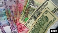 Туркменские манаты и доллары США