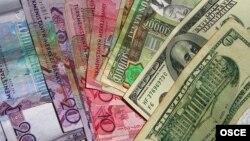 Доллары США и туркменские манаты