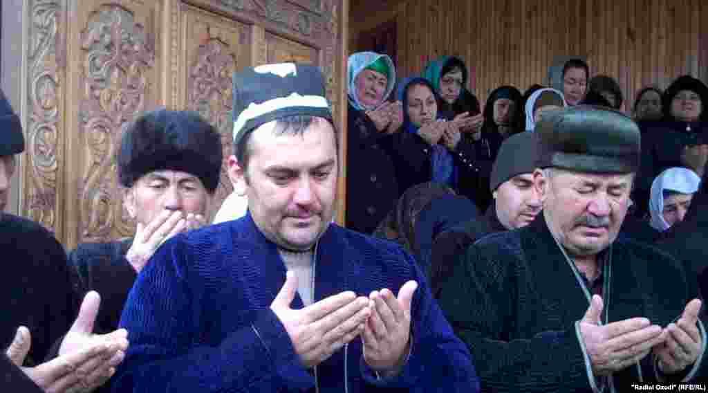 Tajikistan -- Funeral Faiziniso Vohidova, tajik famous human rights defender, Bobojon Ghafurov district, 4Jan2019