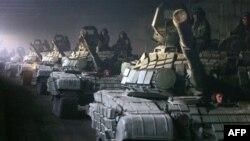 Колонна российских танков движется к Рокскому тоннелю
