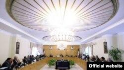 در تصویری که در سایت ریاست جمهوری از جلسه هیات دولت منتشر شده است، خبری از وزیر اطلاعات نیست.