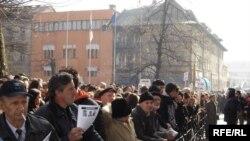 Protesti u Sarajevu nakon što je u tramvaju ubijen sedamnaestogodišnji mladić Denis Mrnjavac
