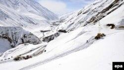 Дорога через горы в афганской провинции Панджшер.