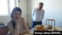 Турсынай Зияудун и Калмырза Халыкулы в своем доме в Алматинской области. Фото сделано 20 февраля 2020 года.