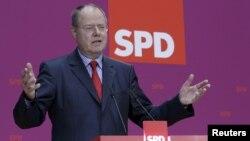 Опозицискиот кандидат за германски канцелар Пеер Штајнбрук.