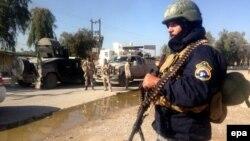 عناصر من القوات العراقية تأخذ مواقعها في ناحية السعدية بعد تطهيرها