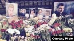 Цветы у посольства РФ в Лондоне в память об убитом Борисе Немцове