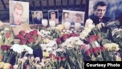 Цветы и свечи участников акции в Лондоне