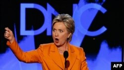 Denver, 26 gusht 2008 - Hillary Clinton duke iu adresuar Konventës së Demokratëve.