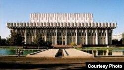 Ташкентский городской Кенгаш народных депутатов утвердил возврат названия «Дружба народов» дворцу «Истиклол».