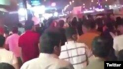 ویدئوهای منتشر شده در شبکههای اجتماعی از تظاهرات در شهر اهواز در روز یکشنبه حکایت دارد؛ رادیوفردا مستقلا قادر به تأیید این ویدئوها نیست
