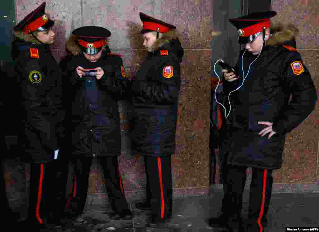 Russian cadets use their mobile phones during an annual get-together in Moscow. (AFP/Mladen Antonov)
