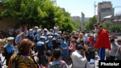 Armenia - A protest against a gas price rise in Yerevan, 7Jun2013.