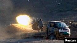در تصویر یکی از افراد نیروهای مخالف بشار اسد در نبردهای کوبانی علیه نیروهای گروه موسوم به «حکومت اسلامی»