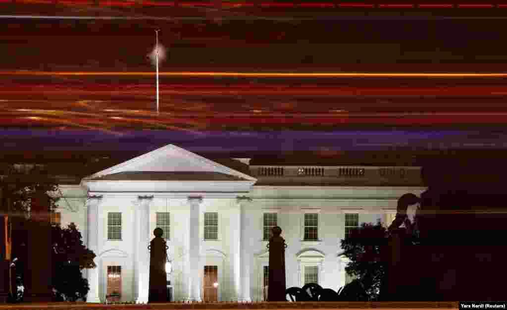 Белый дом (Вашингтон, США). Это резиденция президента США. Его построили между 1792 и 1800 годами. Стиль– неоклассика. Первым жильцом Белого дома стал второй президент США Джон Адамс