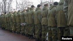 «Афганці» повернулися спиною до президента Віктора Януковича, коли той прибув покладати квіти, Київ, 15 лютого 2012 року