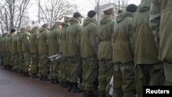 Some 200 Ukrainian veterans turned their backs to President Viktor Yanukovych.