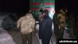 Ветерани АТО на залізничній колії під час перекриття залізничної гілки Луганськ-Попасна в рамках торгової блокади окупованих територій Донбасу, Луганська область, 25 січня 2017 року
