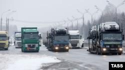 Trucks wait on the Belarusian-Russian border, December 8, 2014