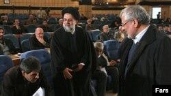 اسدالله بادامچیان (راست) و حسین موسوی تبریزی وسط) در همایش خانه احزاب در زمستان ۸۶