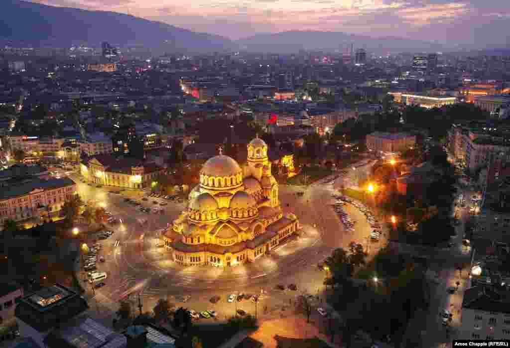 """Храм-паметникът """"Св.Александър Невски"""" в София е първа спирка за много от чужденците в България."""