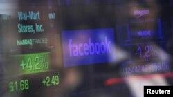 Nasdaq қор биржасы экранындағы Facebook белгісі. Нью-Йорк, 17 мамыр 2012 жыл.