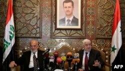 Ібрагім аль-Джаафарі (л) і Валід аль-Муаллем (п) під час зустрічі в Дамаску під портретом Башара аль-Асада, 24 березня 2015 року