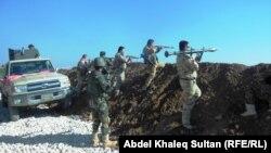 مقاتلون من قوات البيشمركه قرب الموصل